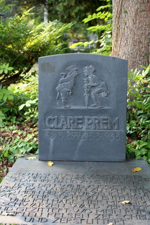 Willi Hahn, Grabmal der Cläre Prem | Das, ebenfalls von Willi Hahn geschaffene, Grabmal der Cläre Prem auf dem Hauptfriedhof Trier. Zu sehen sind die von ihr ersonnenen »Trierer Originale« Knorscht und Knesjen.