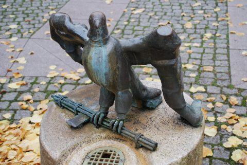 Karl-Jakob Schwalbach, Wasseruhrbrunnen, 1984 | Willy-Brandt-Platz, Mitte-Gartenfeld, Trier