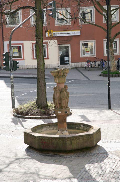Willi Hahn, Heuschreckbrunnen, 1977 | Nagelstraße, Mitte-Gartenfeld, Trier