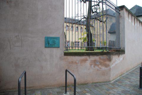 Barbara Baumann, Zeitlos, 2000 | Hinterhof der Privaten Kath. Fachschule für Sozialwesen, Trier