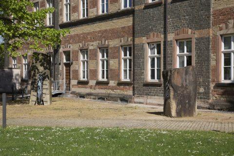 Christine Nicolay und Barbara Baumann Zeitlos, 2000 | Hinterhof der Privaten Kath. Fachschule für Sozialwesen, Trier