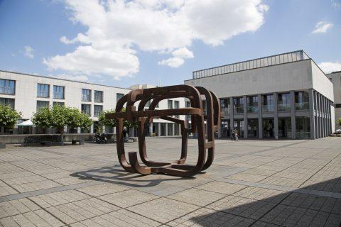 Eduardo Chillida, Käfig der Freiheit, 1997 | Europäische Rechtsakademie und Landeszentralbank, Trier