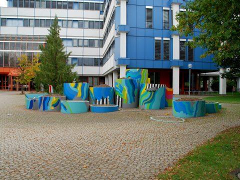 Diether F. Domes, Sitzgruppe Ohne Titel, 1974/78 | Haupteingang, A/B-Gebäude, Universität Trier