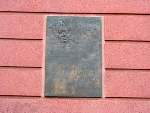 Franz Schönberger, Gedenktafel für Willy Brandt, 1998 | Willy-Brandt-Platz, Trier