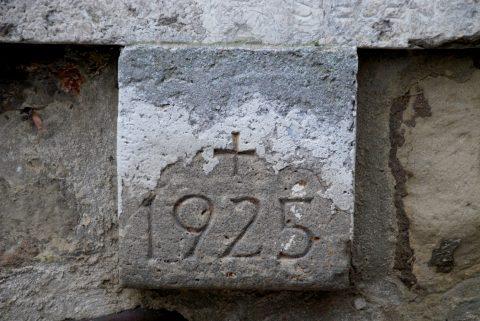 Paul Siegert, Gedenktafel für Franz Weißebach, 1937 | Stadtmauer im Palastgarten, Trier