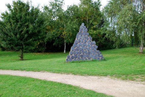 Kubach-Wilmsen-Team, Weg der Monolithe, 1988 | Zwischen Campus I und II, Universität Trier