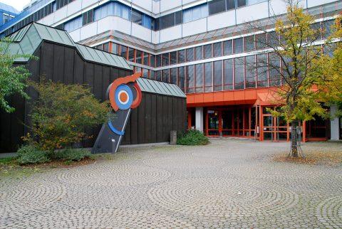 Manfred Freitag, Signal, 1977 | A/B-Gebäude, Universität Trier