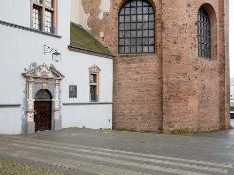 Willi Hahn, Gedenktafel für Caspar Olevian, 1974 | Willy-Brandt-Platz, Trier