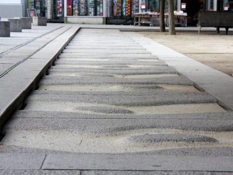 Christoph Mancke, Bodenrelief, 2002 | Kornmarkt, Trier
