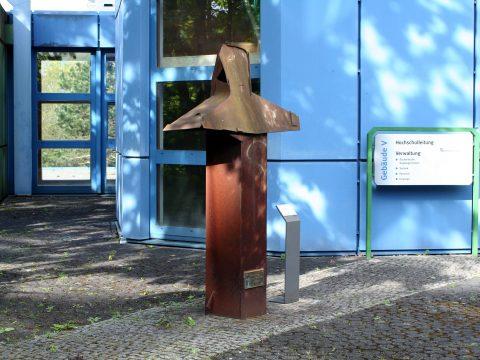 Duttenhoefer_Eisenbüste_Campus_Uni_Trier_01 |
