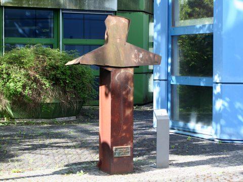 Duttenhoefer_Eisenbüste_Campus_Uni_Trier_12 |