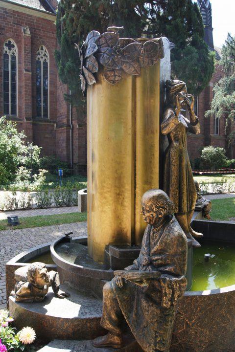 Adolph Steines, Brunnen des Lebens, 1992 | Krankenhaus der Barmherzigen Brüder, Trier