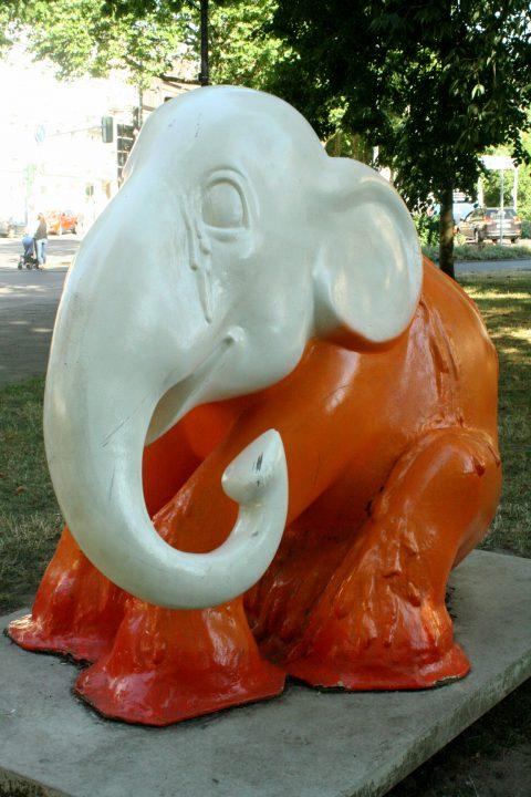 Elephant_Parade_Trier_Luxemburg_2013_Melting_Elephant_12 |