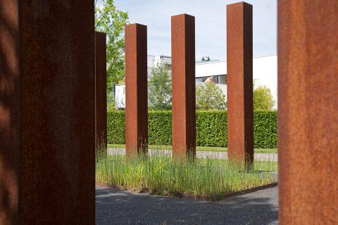 Ernst + Partner Landschaftsarchitekten, Stelenarrangement, 2004 |