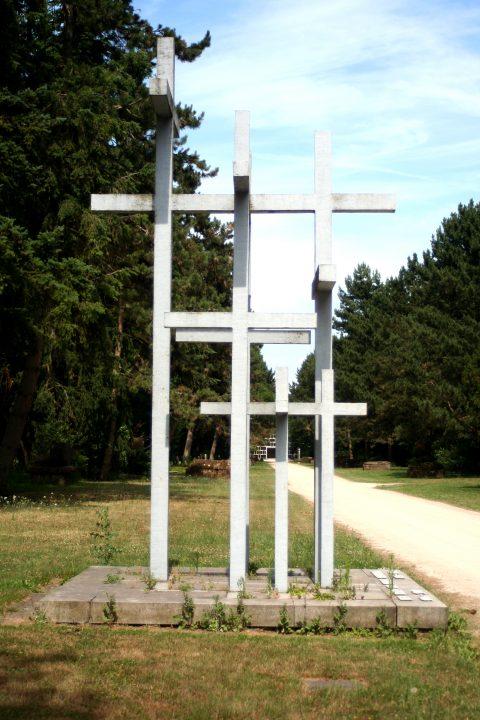 Jupp_Zimmer_Adolf_Steines_Den_Toten_der_beiden_Weltkriege_Hauptfriedhof_Trier_001 |